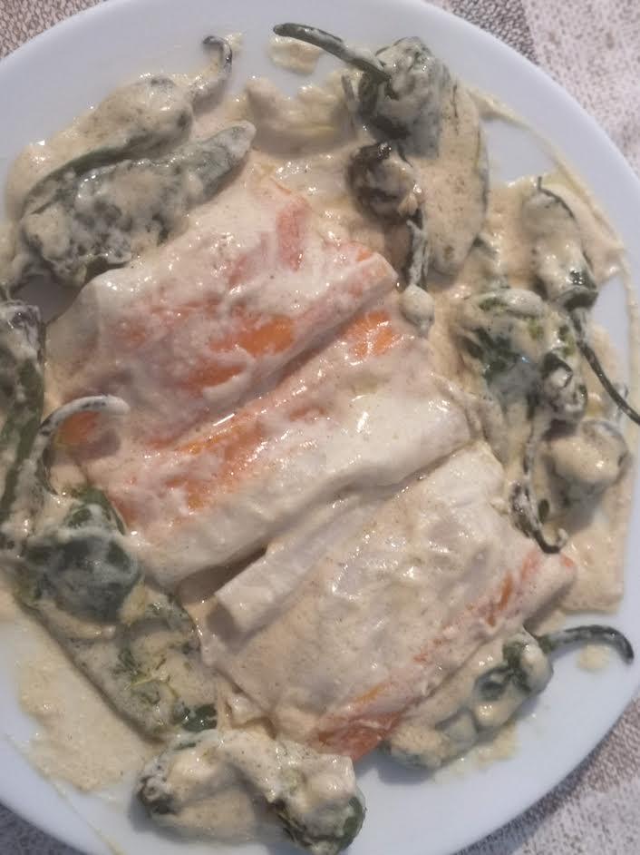 Pimientos con surimi y salsa de queso